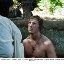 Sam Claflin nel film Pirati dei Caraibi 4: Oltre i confini del mare