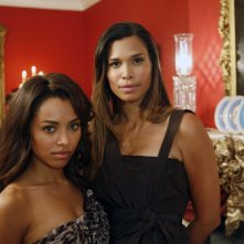 Katerina Graham e Natashia Williams sul set dell'episodio Masquerade di Vampire Diaries
