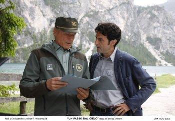 Terence Hill e Enrico Ianniello, i due protagonisti della serie Un passo dal cielo