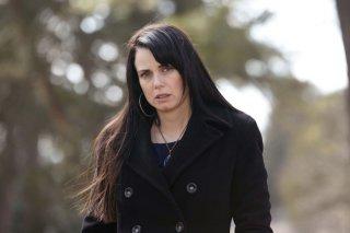 Isobel (Mia Kirshner) in un momento dell'episodio Know Thy Enemy di Vampire Diaries