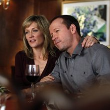 Amy Carlson e Donnie Wahlberg nell'episodio Chinatown di Blue Bloods