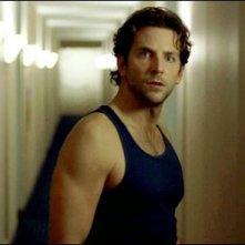Bradley Cooper in una sequenza del thriller Limitless