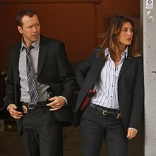Donnie Wahlberg e Jennifer Esposito nell'episodio Officer Down di Blue Bloods