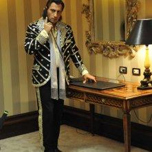 Emilio Solfrizzi è l'ex-cantante Piero Cicala nel film Se sei così, ti dico di sì