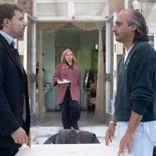 Fabrizio Buompastore, Iaia Forte e Emilio Solfrizzi in una scena del film Se sei così, ti dico di sì