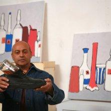 Hassani Shapi in una scena di Senza arte né parte