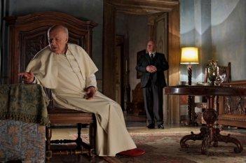Michel Piccoli con un'espressione sofferta in una sequenza di Habemus Papam
