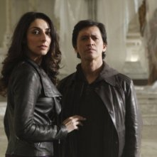 Necar Zadegan e Clifton Collins, Jr nell'episodio A Message Back di The Event