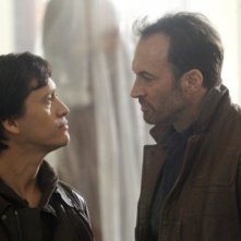 Scott Patterson e Clifton Collins, Jr nell'episodio A Message Back di The Event