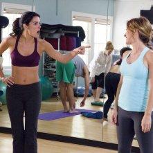 Sasha Alexander e Angie Harmon in un momento dell'episodio I Kissed a Girl di Rizzoli & Isles