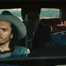 Una scena della commedia on the road Robert Mitchum est mort con Olivier Gourmet