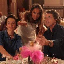 Jeremie Duvall e Francois Cluzet con Saphia Azzeddine sul set di Mon père est femme de ménage