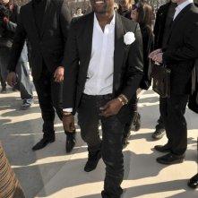 Kanye West arriva ad una sfilata di Valentino