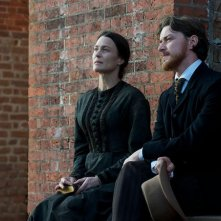 Robin Wright accanto a James McAvoy in The Conspirator