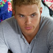 Un primo piano di Kellan Lutz in Love, Wedding, Marriage