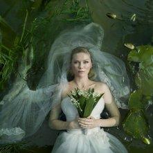 La prima suggestiva immagine dell'eterea sposa Kirsten Dunst in Melancholia
