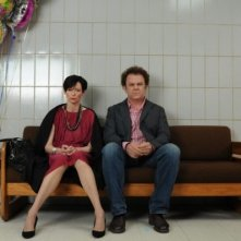 John C. Reilly e Tilda Swinton in una drammatica scena di We Need To Talk About Kevin