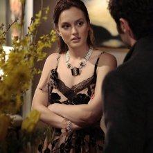 Leighton Meester ascolta Penn Badgley nell'episodio Empire Of The Son di Gossip Girl