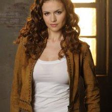 Lisa Marcos è Charlie in una foto promozionale della serie The Listener