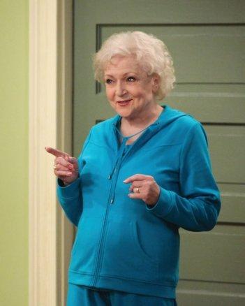 Betty White in una scena di Hot in Cleveland