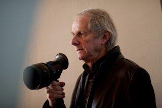 Il regista Ken Loach sul set del suo L'altra verità