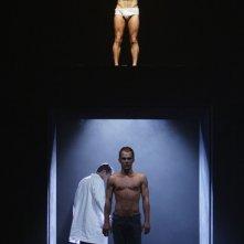 Julien Alluguette (in alto) e Bruno Wolkowitch a teatro con Equus, in scena a Parigi