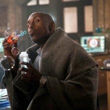 Lance Reddick nell'episodio Lysergic Acid Diethylamide di Fringe