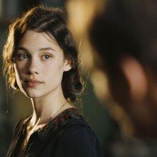 Astrid Berges-Frisbey è Patricia Amoretti in La fille du puisatier