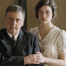 Astrid Berges-Frisbey insieme Daniel Auteuil in La fille du puisatier
