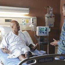 Damon Wayans e Damon Wayans Jr. nell'episodio Like Father, Like Gun di Happy Endings