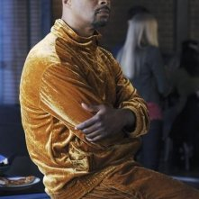 Damon Wayans Jr. in una scena dell'episodio Like Father, Like Gun di Happy Endings