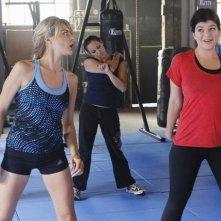 Eliza Coupe e Casey Wilson in un momento dell'episodio Of Mice & Jazz-Kwon-Do di Happy Endings