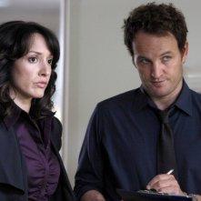 Jason Clarke e Jennifer Beals nell'episodio The Gold Coin Kid di The Chicago Code