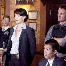 Jason Clarke, Jennifer Beals e Matt Lauria in una scena dell'episodio O'Leary's Cow di The Chicago Code
