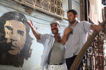 Pannofino e Brignano in una sequenza di Faccio un salto all'Avana