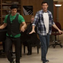 Cory Monteith ed Harry Shum jr nell'episodio Born This Way di Glee