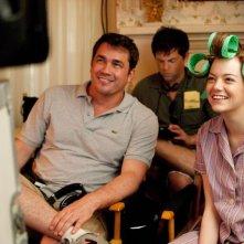Emma Stone insieme al regista Tate Taylor sul set di The Help