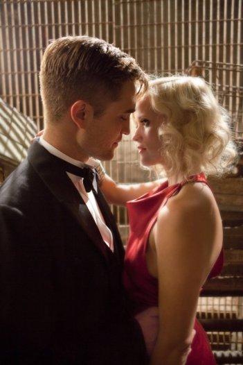 Robert Pattinson con Reese Witherspoon nel film Come l'acqua per gli elefanti