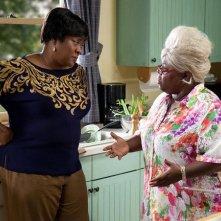 Loretta Devine e Cassi Davis nel film Madea's Big Happy Family