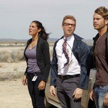 Blye (Daniela Ruah), Beale (Barrett Foa) e Deeks (Eric Christian Olsen) nell'episodio Rocket Man di NCIS: Los Angeles