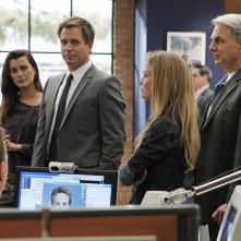 Michael Weatherly, Cote de Pablo, Mark Harmon e Sarah Jane Morris nell'episodio Two Faced di NCIS