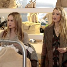 Kaylee DeFer e Blake Lively nell'episodio The Kids Stay in the Picture di Gossip Girl