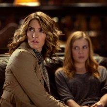 Andie (Dawn Olivieri) e Jenna (Sara Canning) nell'episodio Klaus di Vampire Diaries