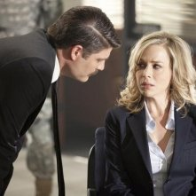 Jay R. Ferguson e Julie Benz nell'episodio No Ordinary Future di No Ordinary Family