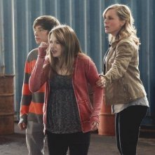 Jimmy Bennett, Kay Panabaker e Julie Benz nell'episodio No Ordinary Beginning della serie No Ordinary Family