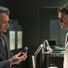 John Noble e Ryan McDonald nell'episodio 6:02 AM EST di Fringe