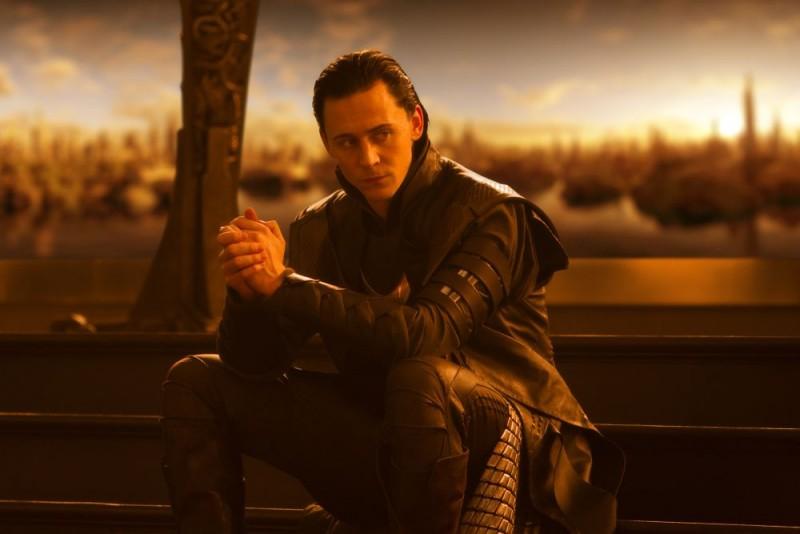Tom Hiddleston in una sequenza del film Thor, di Kenneth Branagh