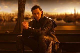 Tom Hiddleston in una sequenza del film Thor, di Kenneth Branagh