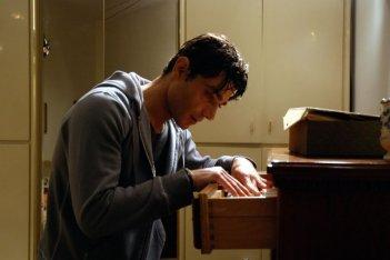 Giuseppe Zeno in una sequenza del dramma Il sesso aggiunto, del 2011