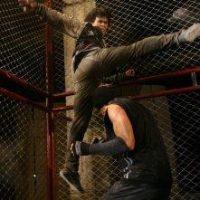 Una acrobatica scena del film Bangkok Knockout